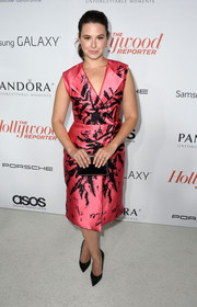 Katie Lowes looked oh-so-classy in a printed pink wrap dress during the Hollywood Reporter Emmy party.