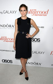 Allison Williams paired her classic dress with sophisticated two-tone T-strap pumps.