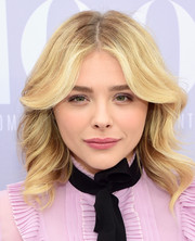 Chloe Grace Moretz kept it youthful and pretty with this face-framing wavy hairstyle at the Women in Entertainment Breakfast.