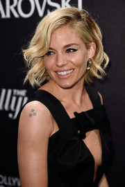 Sienna Miller hit the Hollywood Reporter & Swarovski party wearing this adorable wavy 'do.