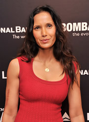 Padma Lakshmi opted for a totally natural look when she let her hair fall effortlessly into natural, beachy waves.