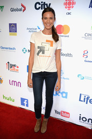 Odette Annable teamed her outfit with tan suede ankle boots.