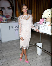 Jessica Alba looked very refined in a geometric-patterned sheer-overlay LWD by Jonathan Saunders during the Honest Beauty launch.
