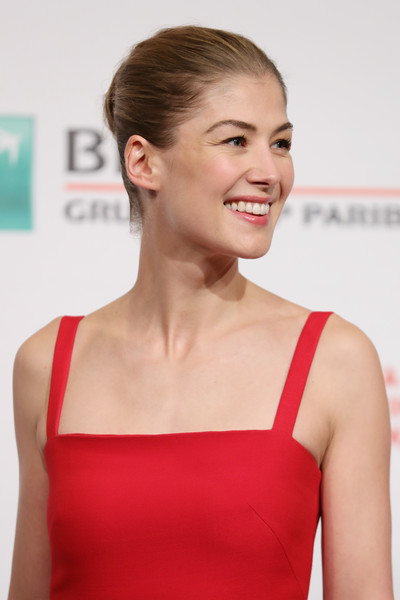 Rosamund Pike brushed her hair back into a bun for the 'Hostiles' photocall at the Rome Film Fest.