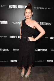 Debra Messing looked airy in a black one-shoulder dress at the New York screening of 'Hotel Artemis.'