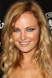 Malin Akerman attended the House of Hype's 2011 MTV Video Music Awards with her hair in soft, natural waves, neutral makeup, and a dramatic smoky eye that incorporated soft, silvery metallic shades or eyeshadow.