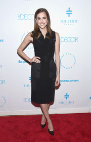 Allison Williams styled her dress with a pair of gold-speckled black pumps.