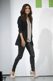 Eva chose these skinny black leather pants for her chic and contemporary look at the Hulu Upfront event in NYC.