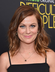 Amy Poehler styled her shoulder-length hair with edgy-glam waves for the premiere of 'Difficult People.'
