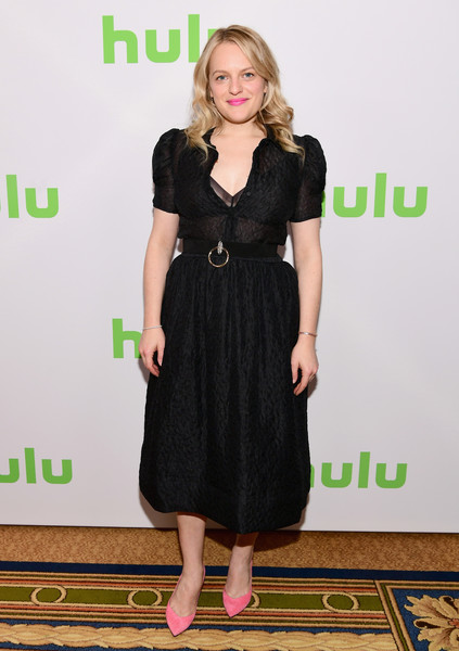 Elisabeth Moss gave us vintage vibes with this short-sleeve LBD by Co at the Hulu Winter TCA event.