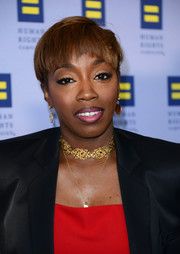 Estelle attended the Human Rights Campaign Los Angeles Gala wearing her hair in a funky bowl cut.
