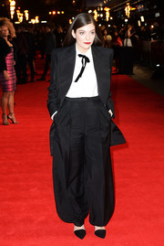 Lorde pulled off this oversized menswear look on the 'Mockingjay' London premiere red carpet.