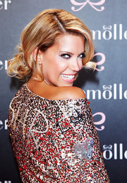 Sylvie Van Der Vaart looked adorable with her hair in a fashionable loose bun.