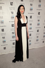 Laura Prepon chose a lovely black-and-white Grecian gown for the Gotham Independent Film Awards.