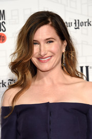Kathryn Hahn looked lovely with her loose waves at the 2018 Gotham Independent Film Awards.