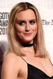 Taylor Schilling kept it simple with this straight center-parted style at the 2018 Gotham Independent Film Awards.