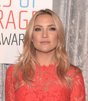 Kate Hudson wore her hair down in a lovely center-parted wavy style during the IWMF Courage in Journalism Awards.