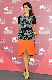 Marisa Tomei accessorized her vibrant outfit with a pair of classic black T-strap sandals.