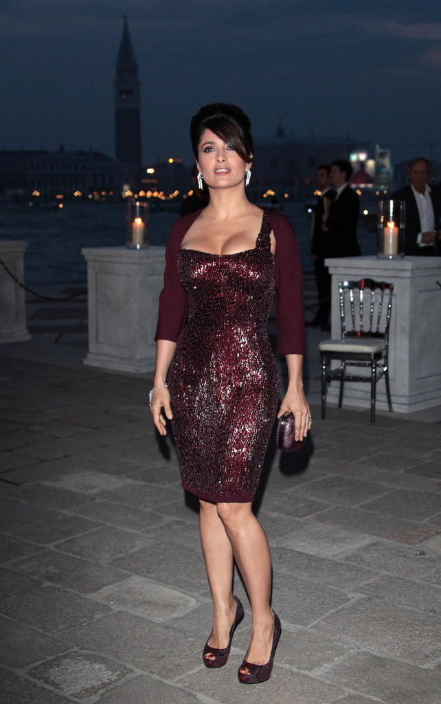 Salma Hayek The Best Dressed Petite Stars Stylebistro