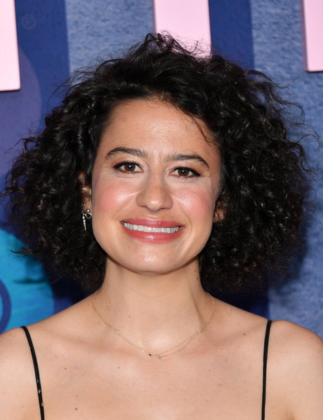 Ilana Glazer Short Curls [big little lies,season,hair,face,hairstyle,eyebrow,chin,forehead,lip,black hair,smile,ringlet,ilana glazer,jazz,new york city,lincoln center,premiere]