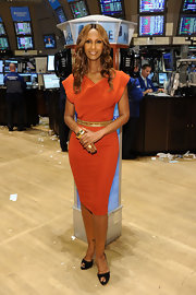 Iman looked stunning in a burnt orange cocktail dress which she paired with a gold belt and peep toe pumps.