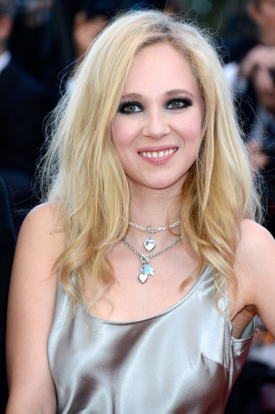 More Pics of Juno Temple Long Wavy Cut (1 of 7) - Long Wavy Cut Lookbook - StyleBistro