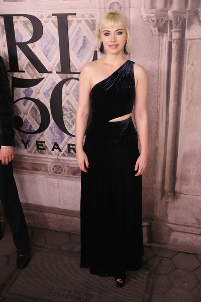 Imogen Poots Cutout Dress [ralph lauren - arrivals,ralph lauren,imogen poots,dress,clothing,shoulder,fashion,little black dress,lady,cocktail dress,fashion model,formal wear,haute couture,new york fashion week,fashion show,new york city,bethesda terrace]