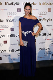 "Sally Obermeder showed off her glamorous side while attending the ""InStyle"" awards. She paired her striped clutch with a blue off-the-shoulder dress."