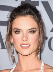 Alessandra Ambrosio attended the InStyle Awards rocking this mussed-up 'do.