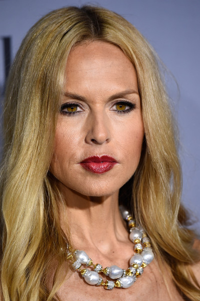 Rachel Zoe accessorized with a lovely pearl, diamond, and gold necklace when she attended the InStyle Awards.