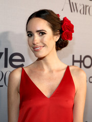 Louise Roe looked romantic at the InStyle Awards wearing this chignon, complete with red roses to match her outfit!