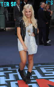 Pixie showed off her gold pendant necklaces while hitting the UK premiere of 'Inception'.