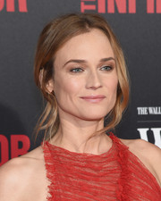 For her lips, Diane Kruger chose a soft pink hue.