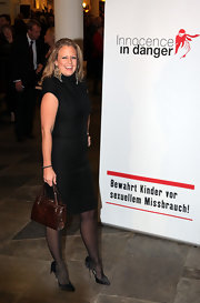 Barbara Schoeneberger's luxe leather tote added an air of elegance to her sleek LBD.