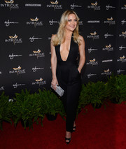 Kate Hudson styled her outfit with a silver python box clutch by Amanda Wakeley.