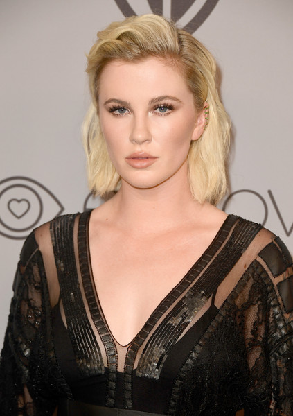 Ireland Baldwin Short Wavy Cut [hair,blond,hairstyle,eyebrow,beauty,long hair,fashion,shoulder,lip,brown hair,arrivals,ireland baldwin,beverly hills,california,the beverly hilton hotel,warner bros. pictures,instyle host,post-golden globes party]