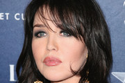 Isabelle Adjani Long Wavy Cut with Bangs