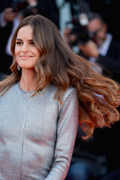 Izabel Goulart Long Wavy Cut [hair,hairstyle,long hair,fashion model,fashion,beauty,brown hair,lady,layered hair,blond,izabel goulart,roma,sala grande,red carpet,venice,italy,roma red carpet arrivals,venice film festival,screening]