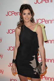 Super model Cindy Crawford came out to the JCPenny spring style event looking gorgeous as always. While were not quite sure what's going on with her dress her metallic silver clutch is adorable, however.