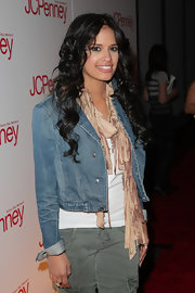 106 & Park host Rocsi Diaz sported a long curly mane as she arrived at the JCPenny event. She has a tendency to bounce back and forth between short and long locks. Experimenting is always fun.