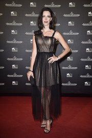 Rebecca Hall sealed off her look with simple black ankle-strap heels.