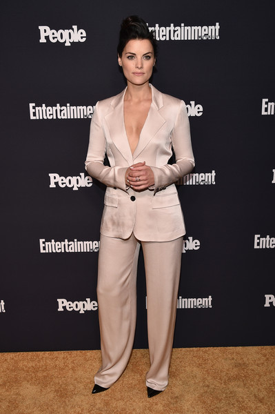 Jaimie Alexander Pantsuit [suit,clothing,pantsuit,formal wear,fashion,shoulder,dress,carpet,tuxedo,footwear,arrivals,jaimie alexander of blindspot,terra,second floor,new york city,people upfronts party at second floor in nyc,entertainment weekly,netflix,party,terra chips]