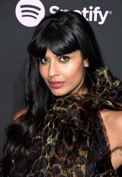 Jameela Jamil Long Wavy Cut with Bangs [best new artist 2019,hair,face,hairstyle,black hair,bangs,eyebrow,beauty,lip,brown hair,long hair,spotify,jameela jamil,california,los angeles,hammer museum,red carpet,event]