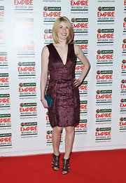 A deep eggplant, velvet dress with a plunging neckline made Jodie Whittaker look sleek and sophisticated on the red carpet.