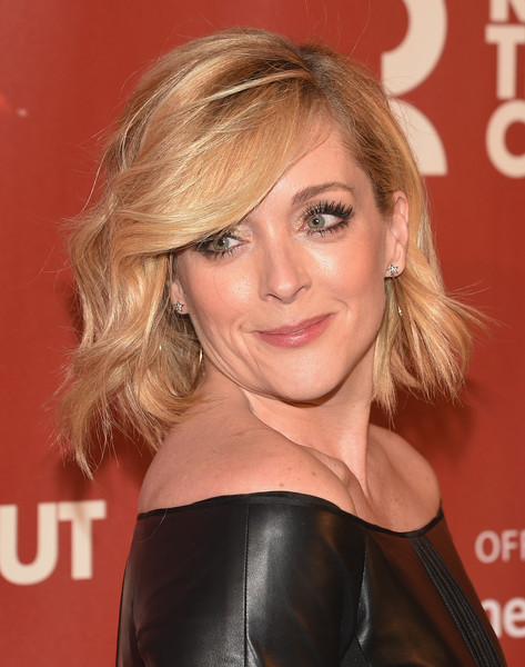 Jane Krakowski Short Wavy Cut [hair,hairstyle,blond,face,eyebrow,chin,beauty,brown hair,layered hair,long hair,arrivals,jane krakowski,the waldorf,grand ballroom,new york city,astoria,roundabout theatre company,spring gala]