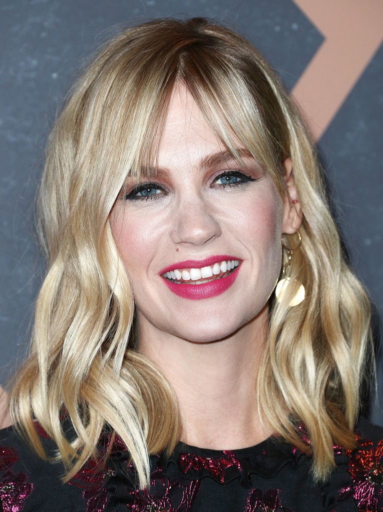 january jones hair stylebistro january jones medium wavy cut with bangs hair lookbook