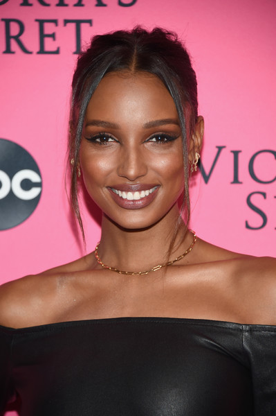 Jasmine Tookes French Twist [hair,face,hairstyle,eyebrow,lip,skin,beauty,shoulder,pink,eyelash,arrivals,jasmine tookes,new york city,victorias secret,viewing party,victorias secret viewing party,spring studios]