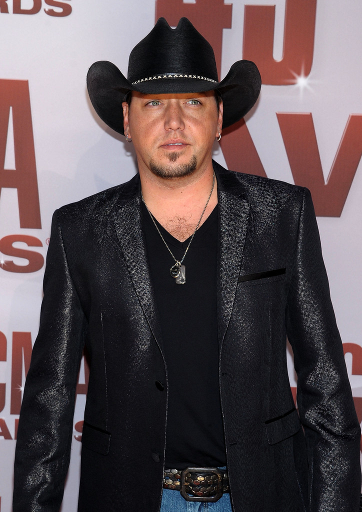 3e915019a5b7c Jason Aldean attended the 45th Annual CMA Awards wearing a North Star dog  tag and black