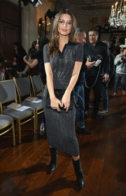 Emily Ratajkowski rounded out her look with black mid-calf boots.