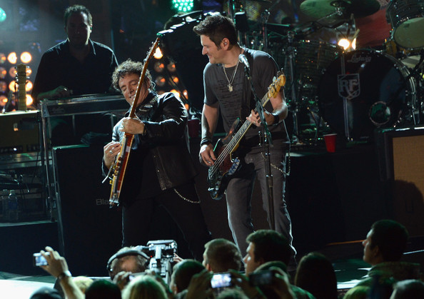 Journey And Rascal Flatts Headline The Super Bowl XLVII CMT Crossroads Concert